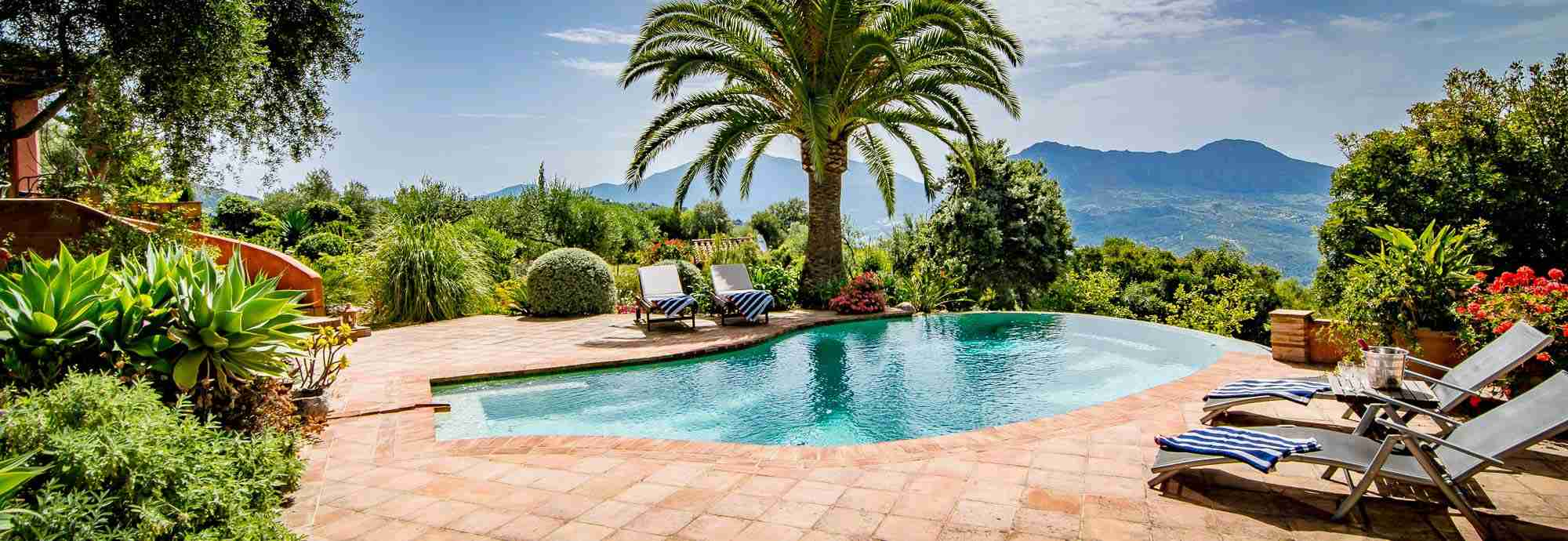 Large Holiday  Villas in Spain with Pools