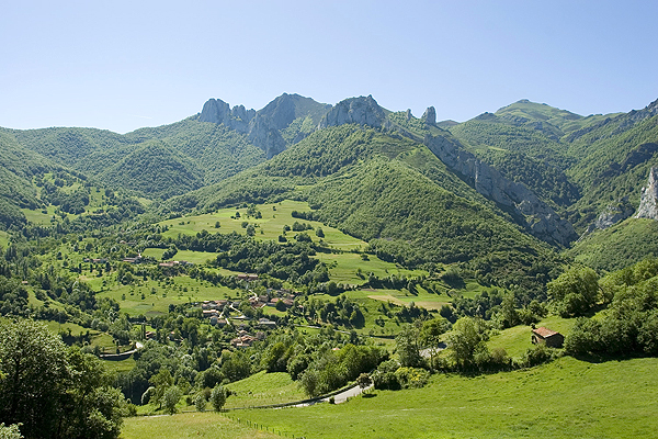 Cantabria mountains: the view from Cucayo village