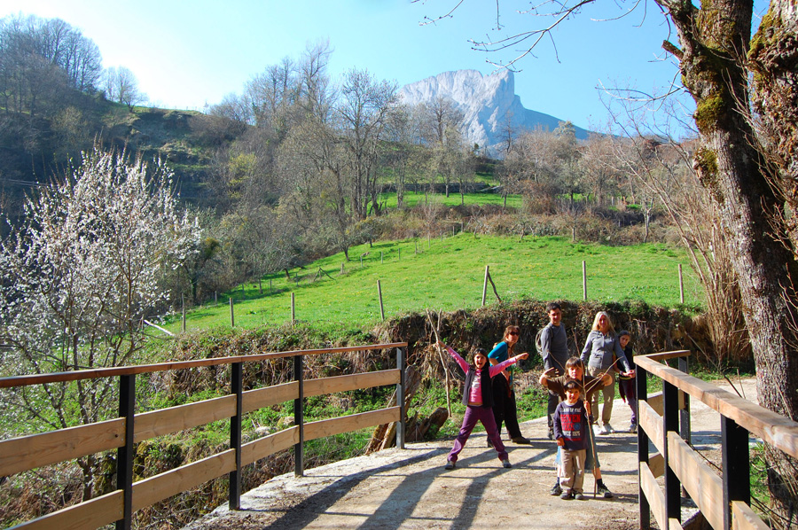 Picos in early April  | Kids love Picos de Europa!