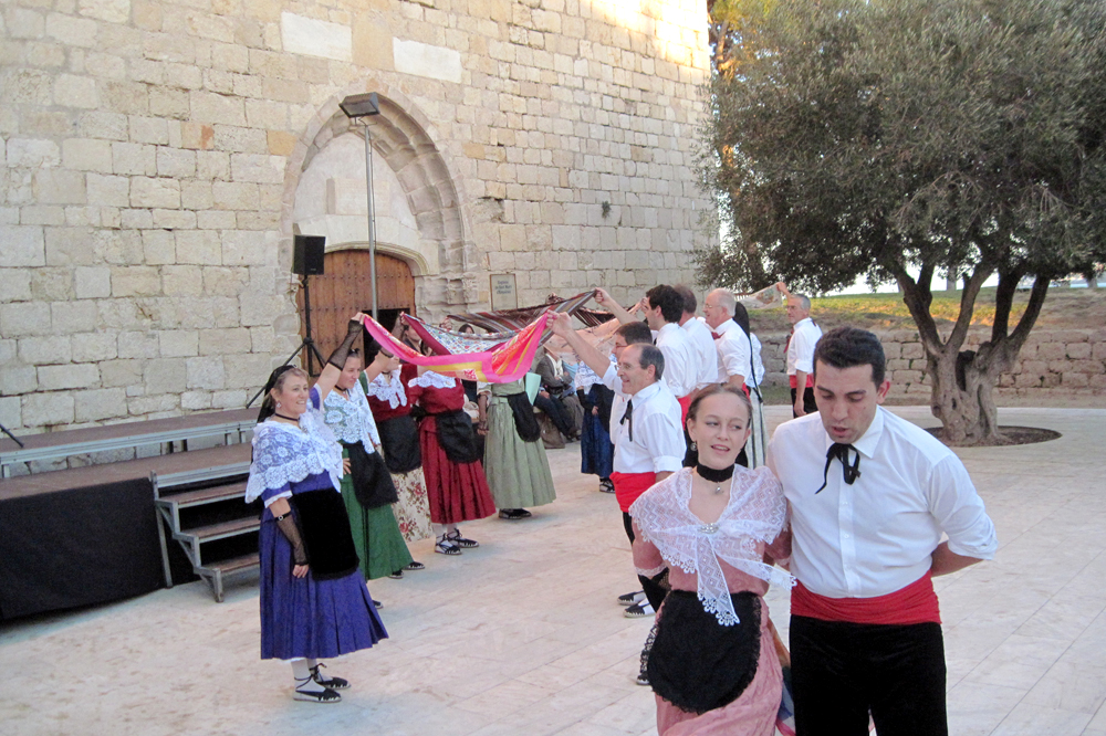 Traditional dances in Sant Marti, Empuries