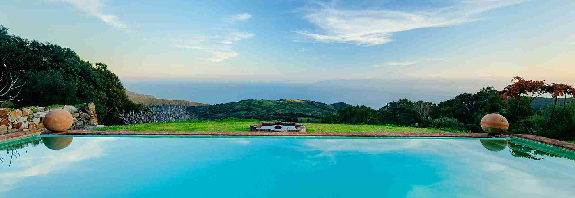 Tarifa cliff garden villa with sea view, WiFi and large shared pool