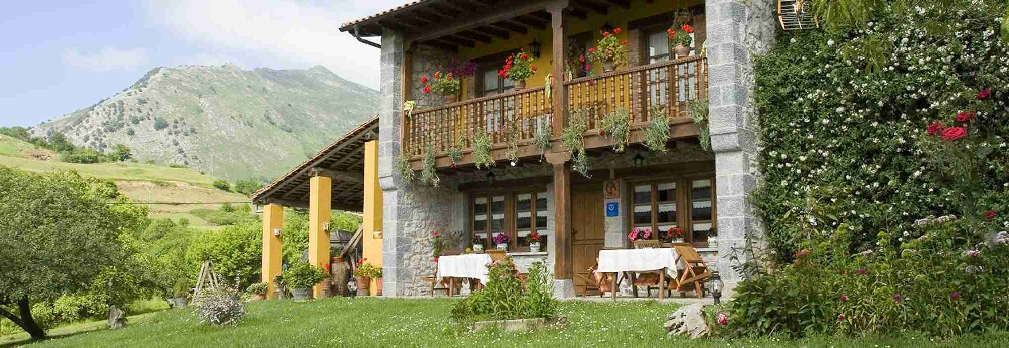 Exquisite Asturias cottage with mountain views 15 mins from beaches