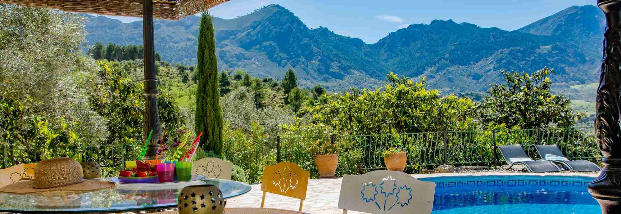 Mountain views and complete facilities in a Malaga beauty spot