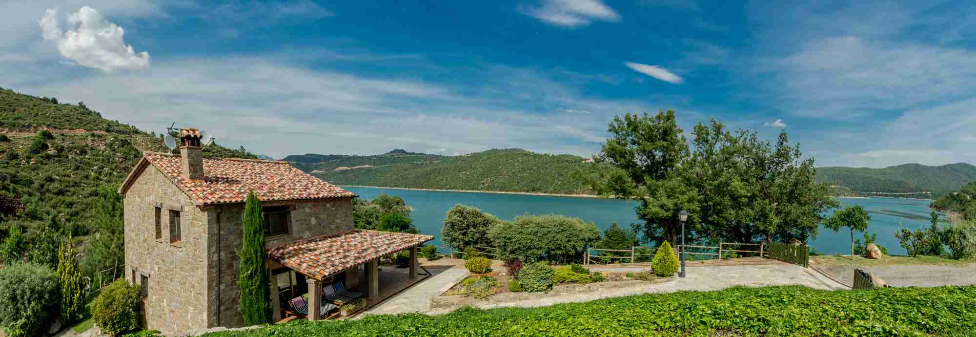 Fabulous 3 bed lakeside finca for swimming and walking in Catalonia