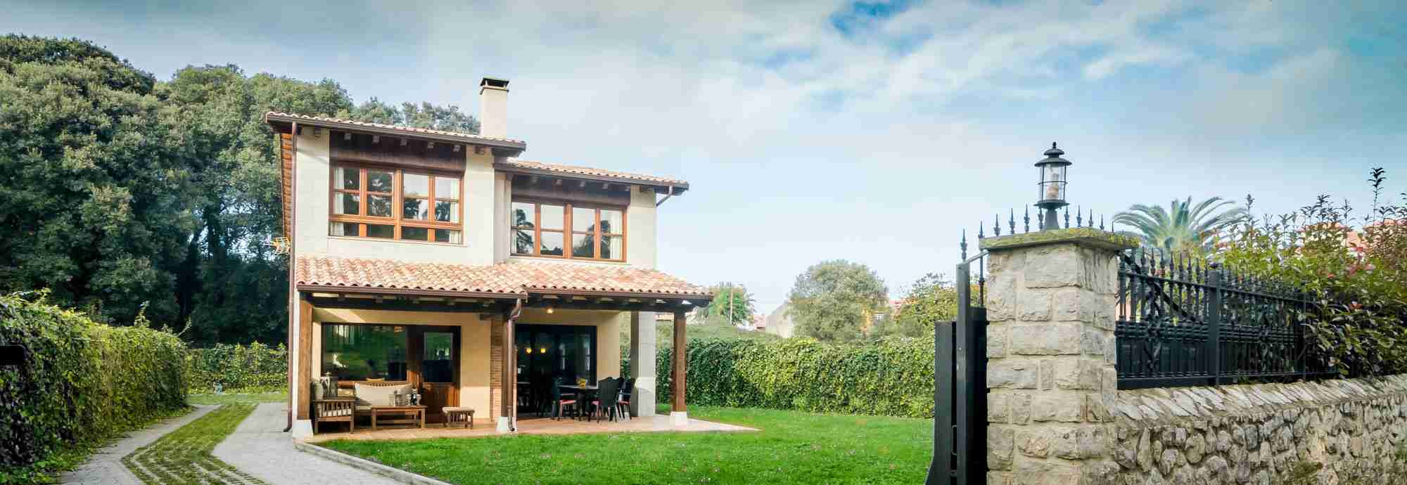 Asturias villa within walking distance of beach, village and railway station