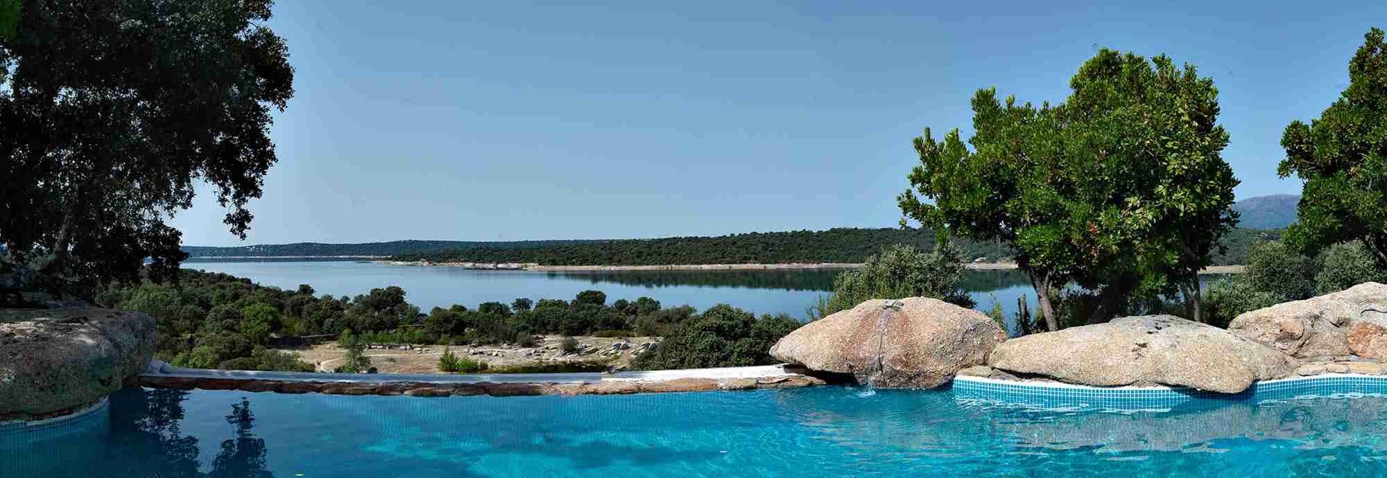 Exclusive getaway by lake at the foothills of Madrid Mountains