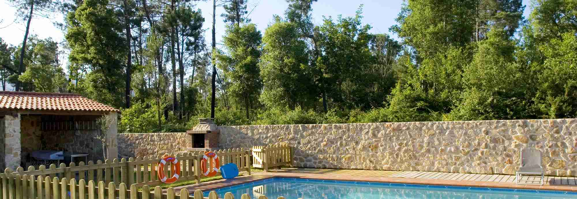 Rural Galicia villa with pool near Portugal river border and beach